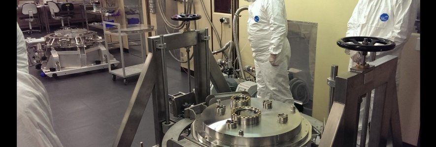 View of the cryostat on the trolley in the e2v clean room.